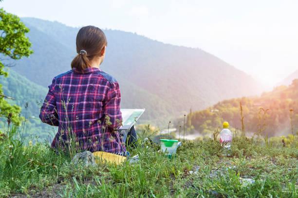 若い女の子水彩画屋外 ストックフォト
