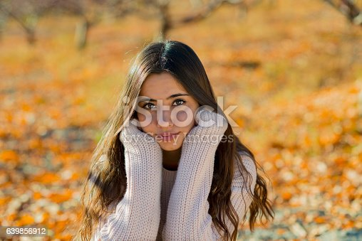 istock Young girl portrait in the fall 639856912