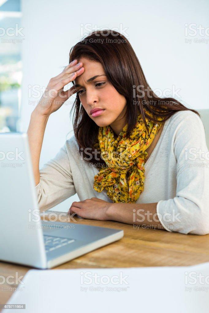 小女孩用他的電腦 免版稅 stock photo