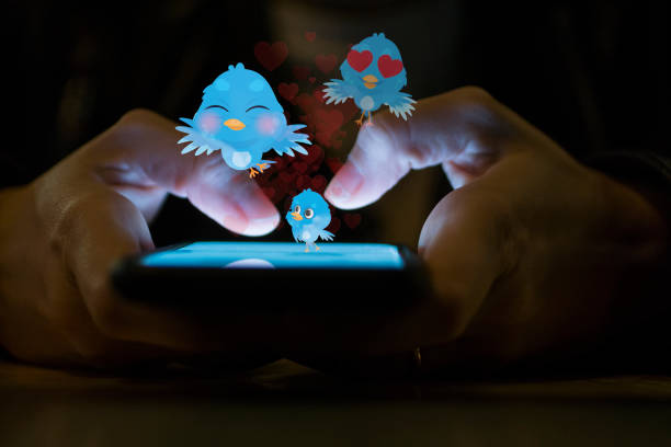 young girl using smart phone social media concept - messaggistica online foto e immagini stock