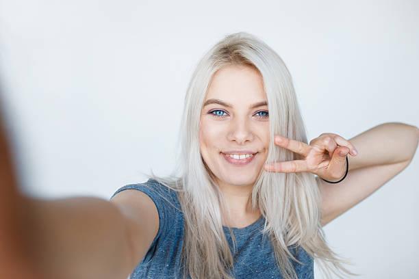 young girl with blond dyed hair smiling - selfie girl stockfoto's en -beelden