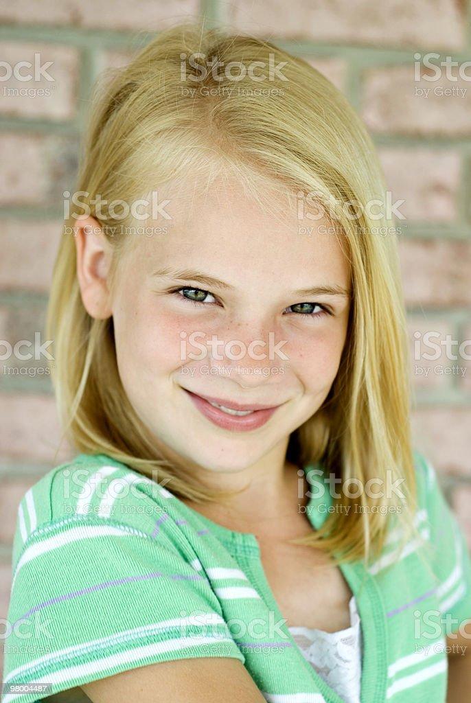 Jovem garota de cabelos louros Olhos Verdes foto royalty-free