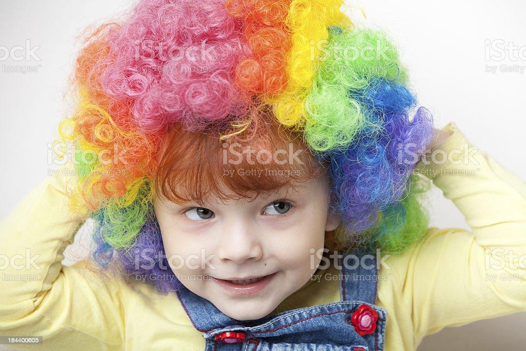 Junges Mädchen mit clown Perücke – Foto