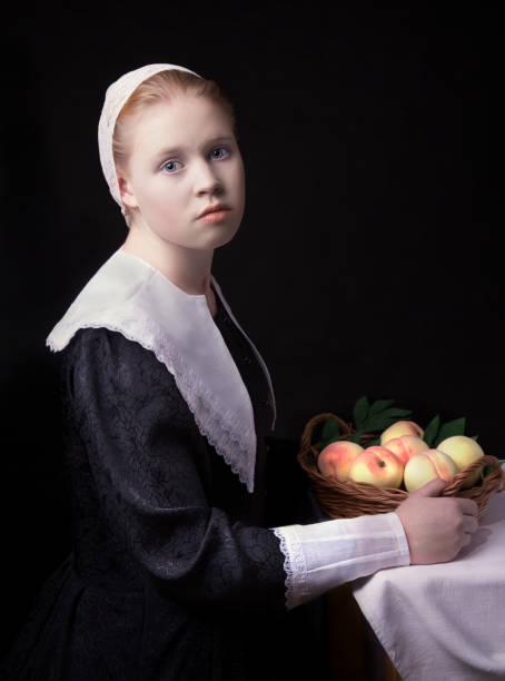 young girl with peaches - pesche bambino foto e immagini stock