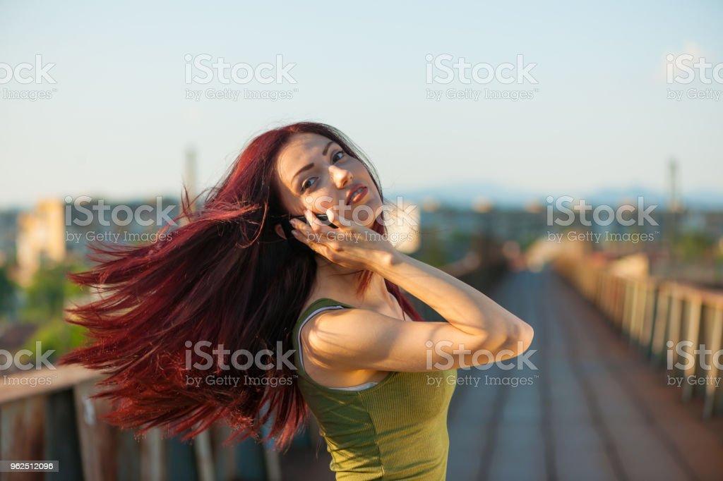 Menina com telefone - Foto de stock de Adulto royalty-free
