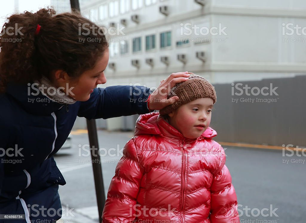 Young girls in the city - foto stock