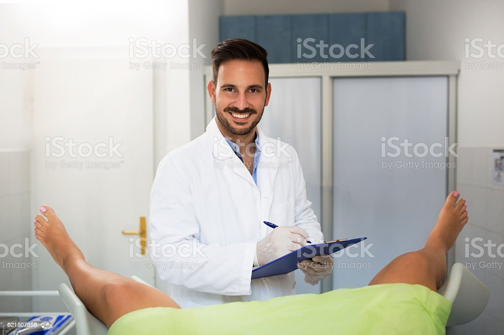 Young gynecologist exam his patient at clinic foto stock royalty-free