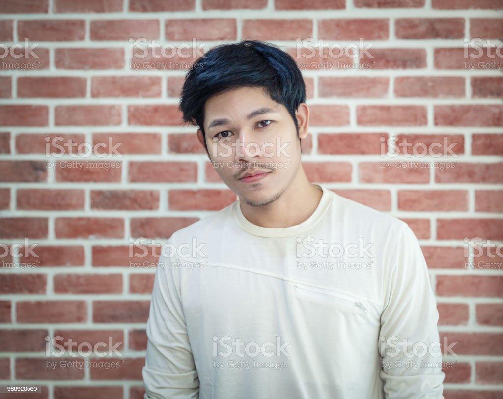 Hombres Asiaticos Guapos Joven Posando Foto De Stock Y Mas