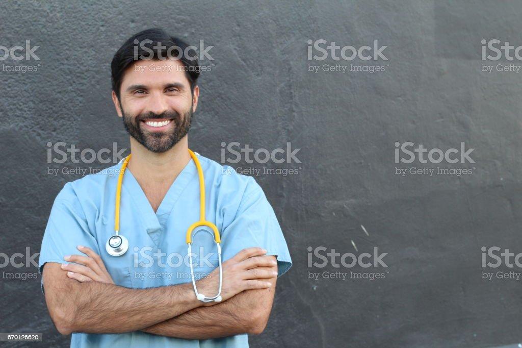 Junge hübsche bärtigen Gesundheitswesen Arbeiter Lächeln – Foto