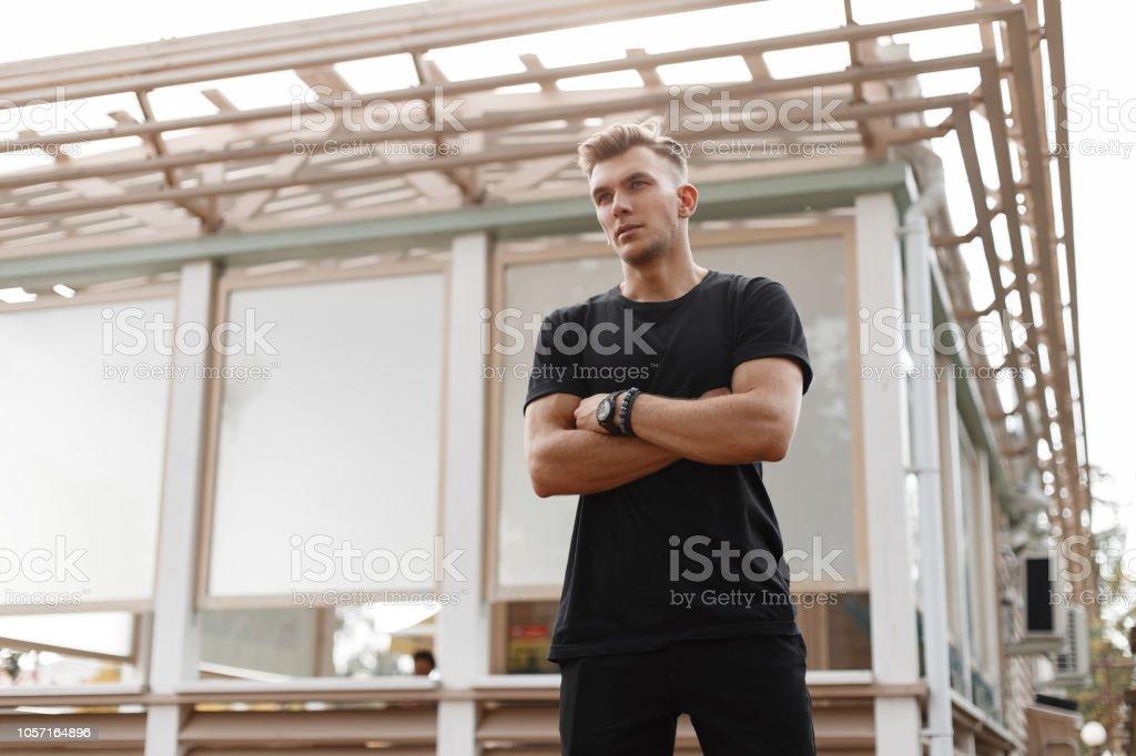 Junge Hubsche Modische Amerikanische Modell Mann Mit Frisur In