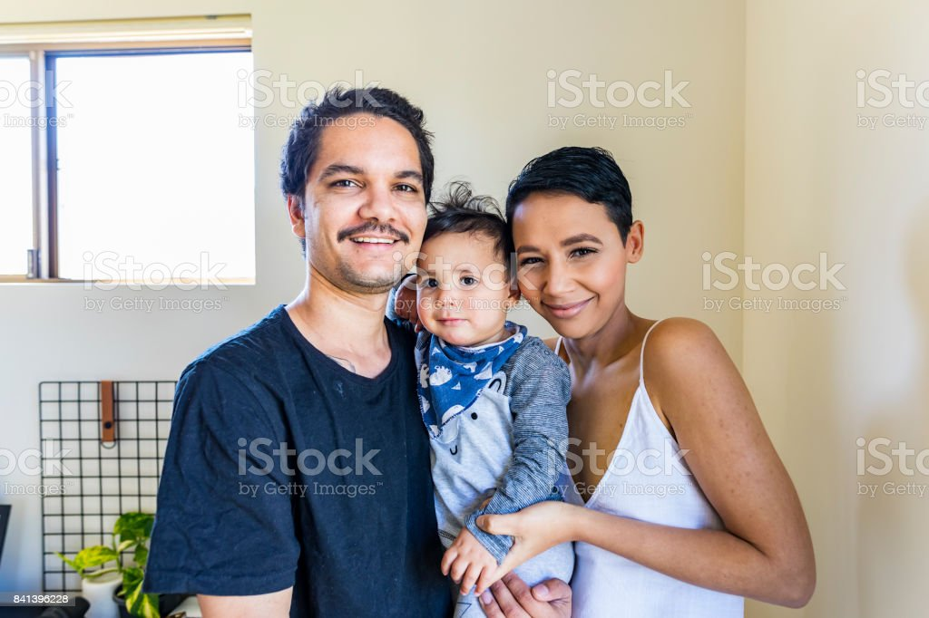 Junge Eingeborene australische Familienglück – Foto