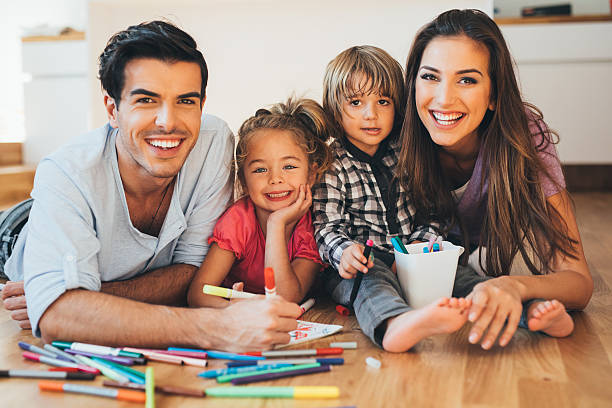 Young happy family drawing – Foto