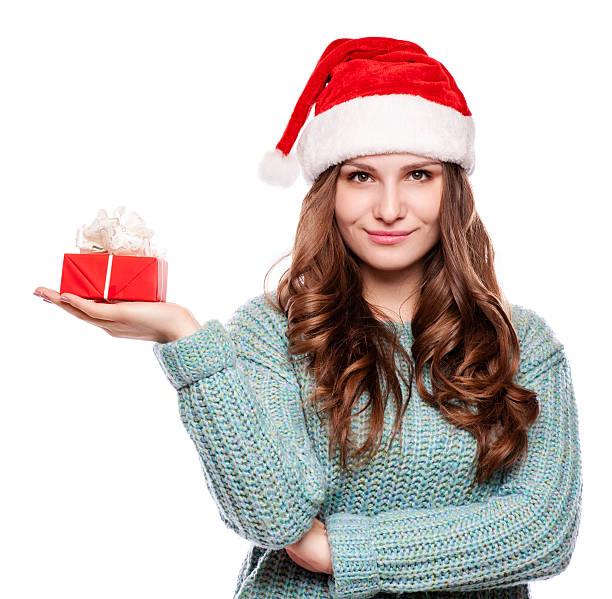 junge glücklich frau mit einem geschenk - geburtstagsgeschenke für beste freundin stock-fotos und bilder