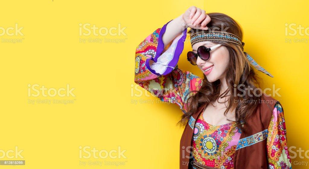 Fille jeune hippie avec lunettes de soleil - Photo