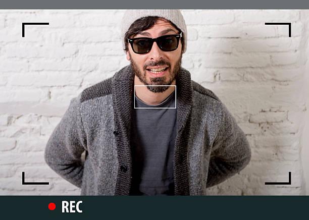 Junge hipster-Bloggerin Mann Aufnahme Internet selfie Video Blog – Foto