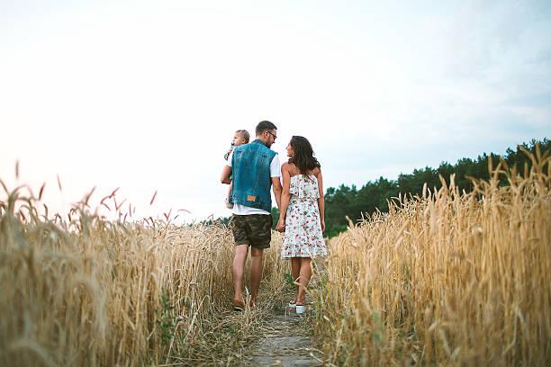 Junge hipster-Vater, Mutter niedlich Baby Sohn auf Picknick – Foto