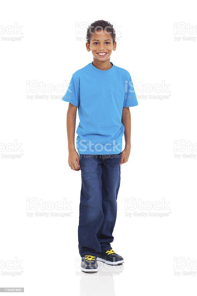 Jeune garçon indien, debout sur fond blanc - Photo
