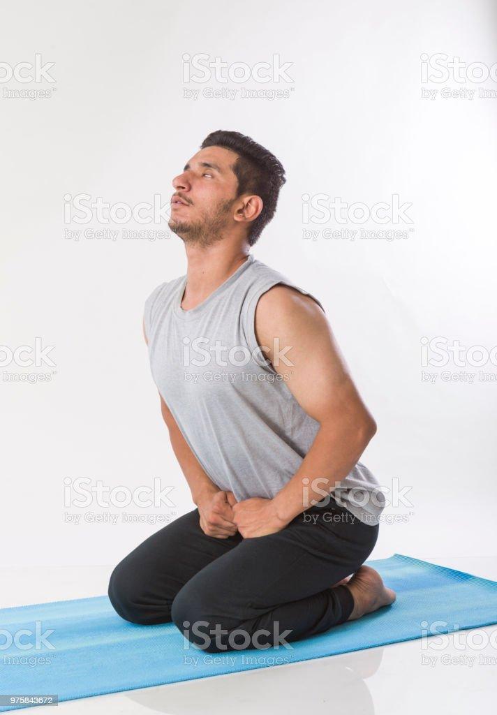indischen Jüngling indoor Yoga praktizieren - Lizenzfrei Anstrengung Stock-Foto