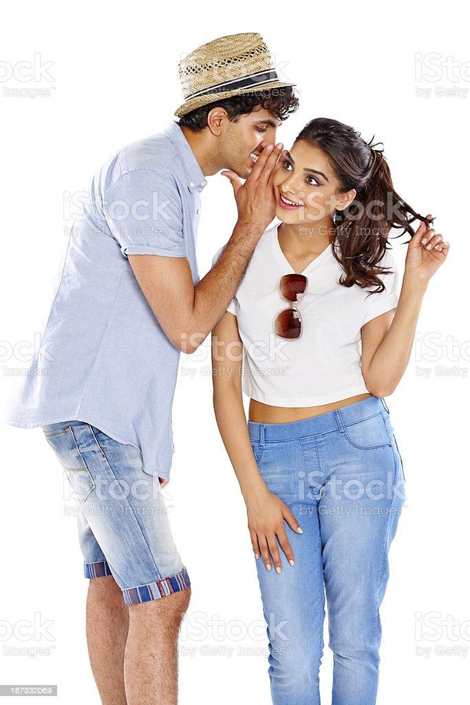 Biały chłopak umawia się z indyjską dziewczyną