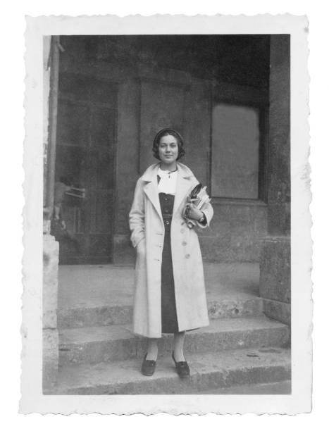 1934 年に大学でイタリアの若い女性 - 1930~1939年 ストックフォトと画像