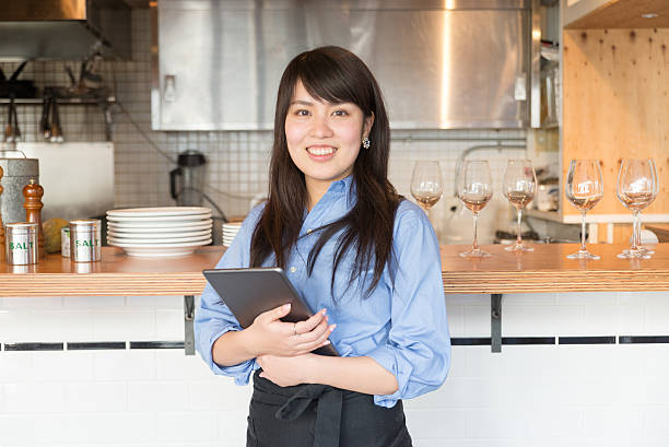 young japanese lady manager of cafe restrant - 吧 公共飲食地方 個照片及圖片檔