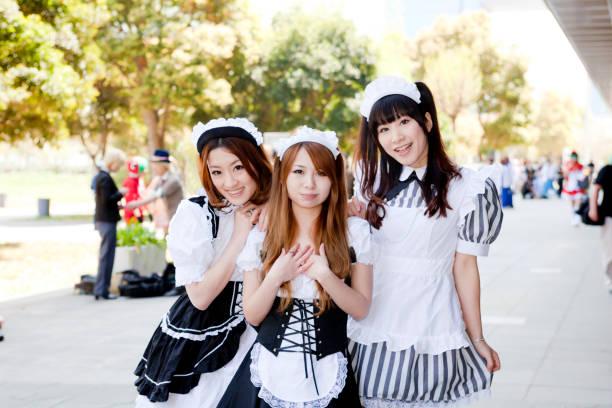 メイドのコスプレをする若い日本人女性 - コスプレ ストックフォトと画像