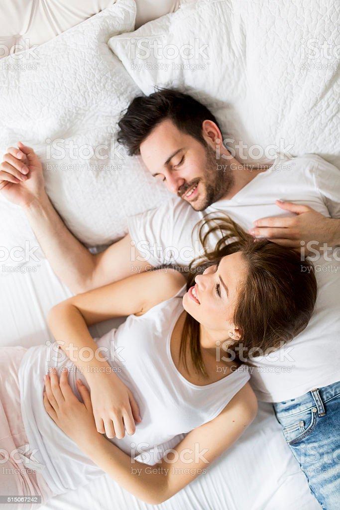 Фото влюбленных пар в кровати девушка модель воспитательной работы в классе