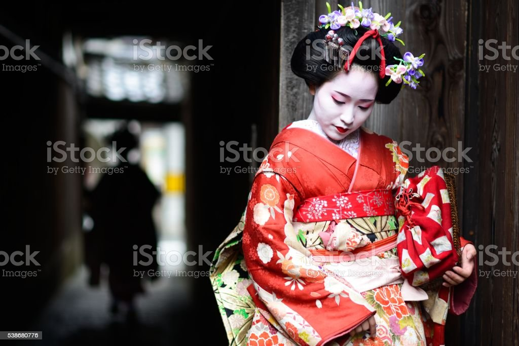 Young maiko in Kyoto bildbanksfoto