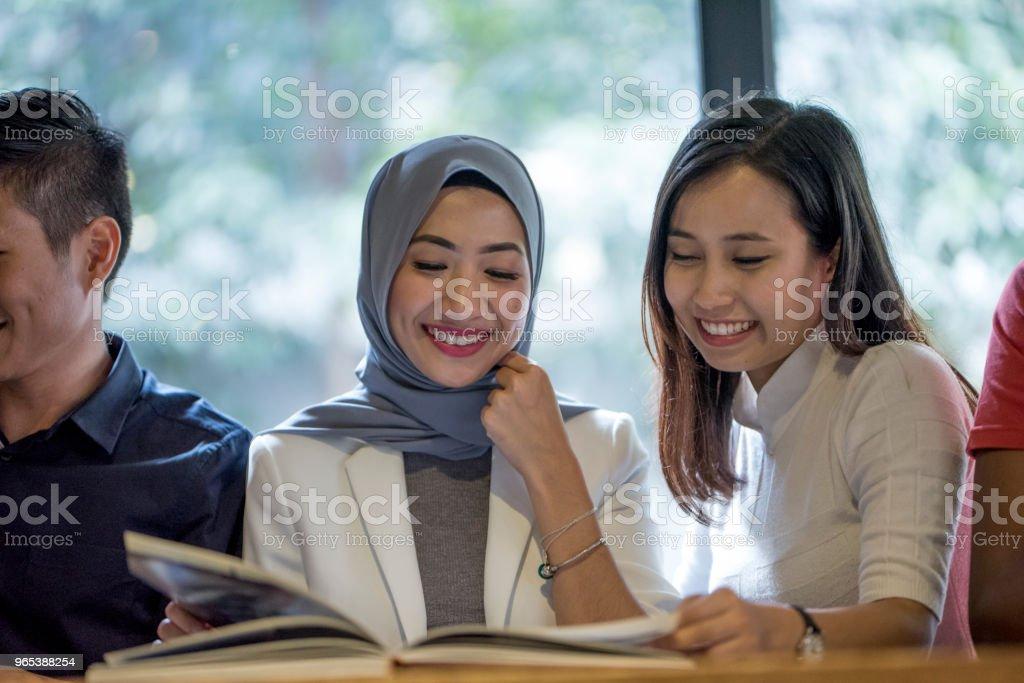 Jeunes amis malaisiens - Photo de Adulte libre de droits