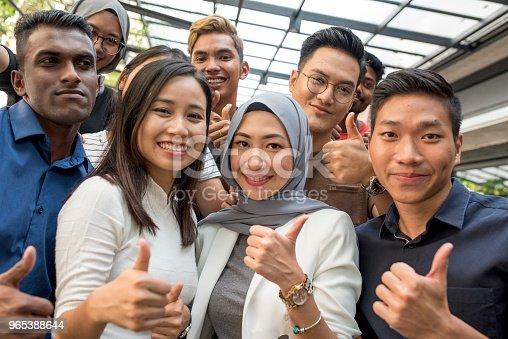 Young Malaysian Friends - Stockowe zdjęcia i więcej obrazów 20-29 lat