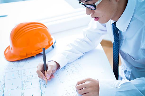 Junge männliche Architekt Arbeiten am bluep – Foto