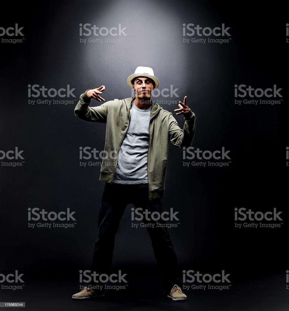 Junge männliche hip-hop-Tänzer posieren mit Copyspace Lizenzfreies stock-foto