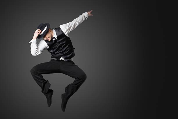若い男性のプロのダンサーダンススタジオます。 ストックフォト