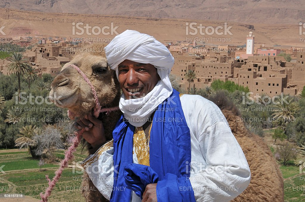 Young man and camel in Tinerhir - foto de stock