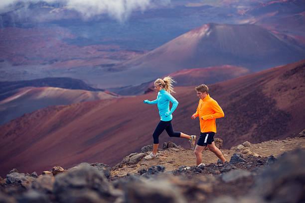 Junger Mann und Frau Joggen im fitness-Ausrüstung – Foto