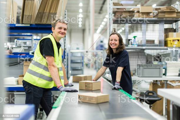 Young man and woman working in warehouse picture id875008168?b=1&k=6&m=875008168&s=612x612&h=shohgcq um 4petmvogk7oztcjjqdmncbdzfnawly8m=