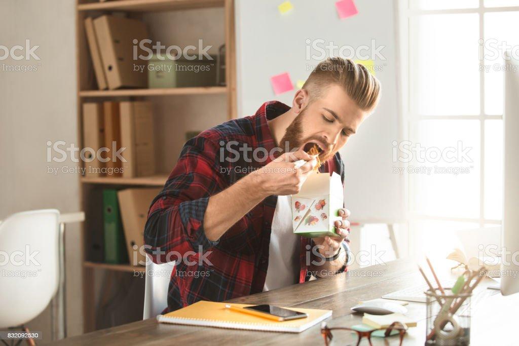 Architecte jeune homme travaillant dans la Bureau ocuupation - Photo