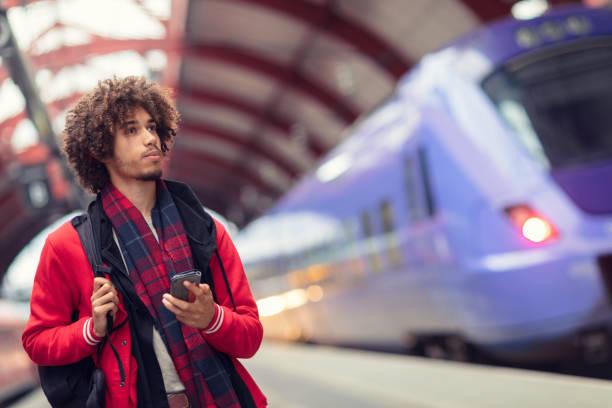 ung man på en tågstation - waiting for a train sweden bildbanksfoton och bilder
