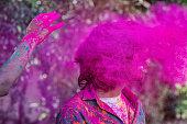 若い男性ホーリー祭、インドでのお祝い