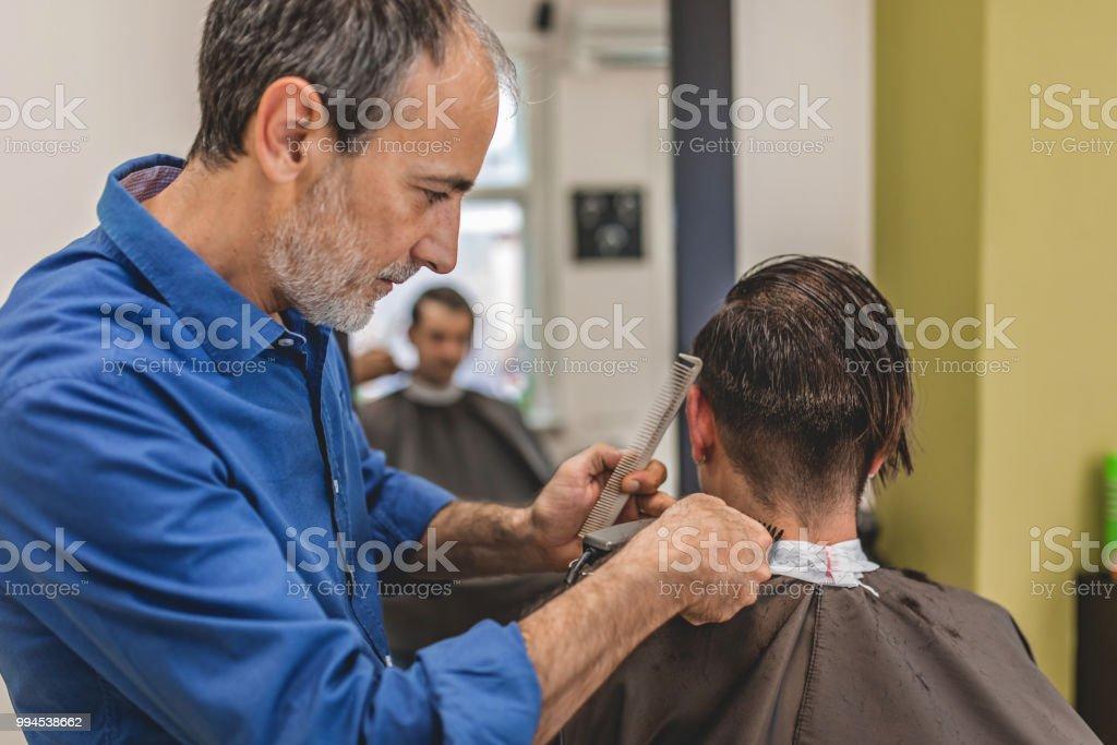 Junger Mann Haare Schneiden Beim Friseur Stockfoto Und Mehr Bilder