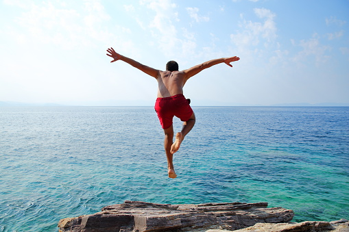 istock Young man diving 596078406