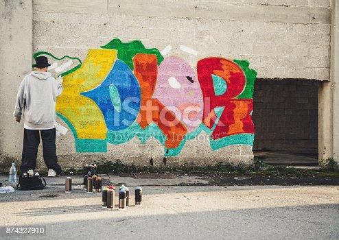 istock Young Man Doing Graffiti 874327910