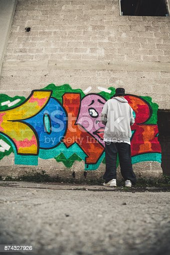 istock Young Man Doing Graffiti 874327926