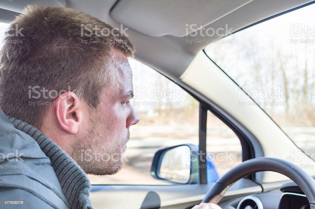 Joven conducir un vehículo - Foto de stock de 2015 libre de derechos