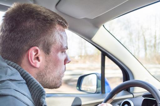 Joven Conducir Un Vehículo Foto de stock y más banco de imágenes de 2015