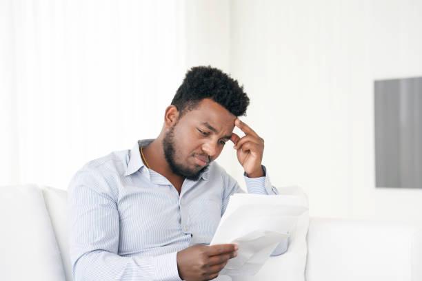 Junger Mann bekam einen schlechten Brief uvolnenii – Foto