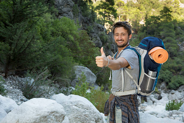 Junger Mann Hiking- Stock-Foto – Foto