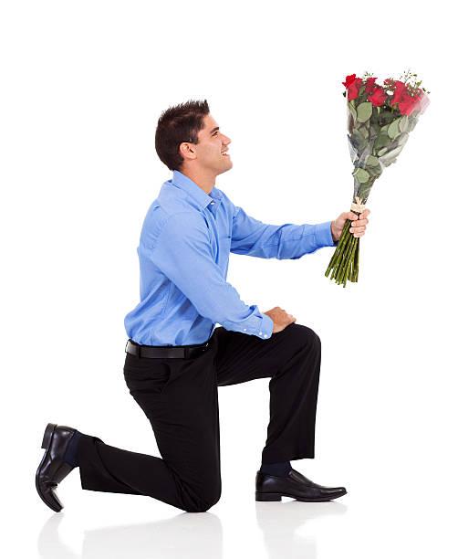 Десантнику картинки, картинки мужчина с цветами в руках на коленях