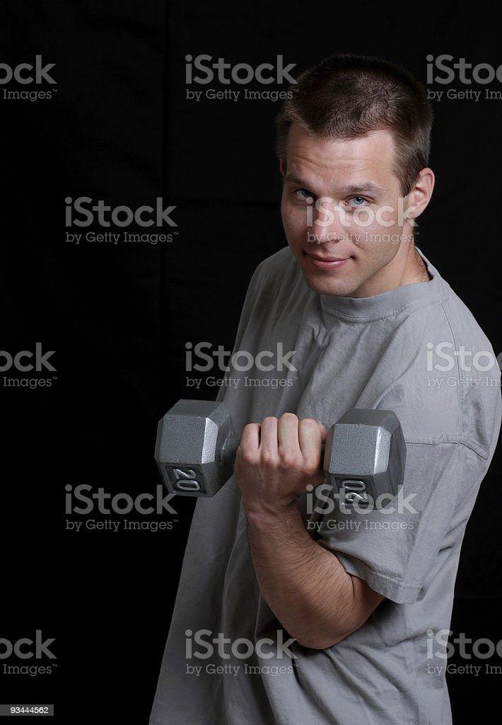Junger Mann heben Gewicht Lizenzfreies stock-foto