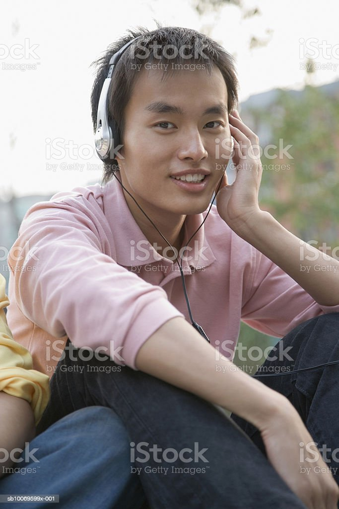 Young man listening to headphones royalty free stockfoto
